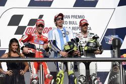 Podium: second place Andrea Dovizioso, Ducati Team and winner Valentino Rossi, Yamaha Factory Racing