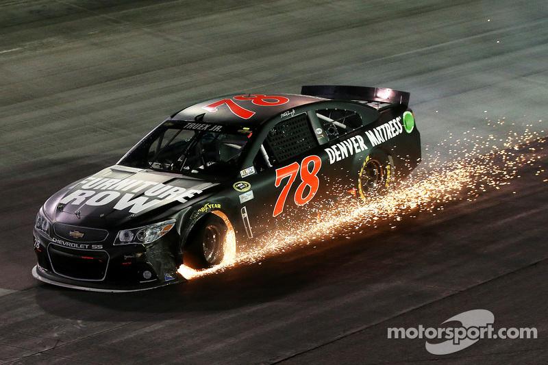 NASCAR, Брістол-2015: Мартін Труекс-мол., Furniture Row, Chevrolet SS