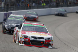 Richmond, VA - Apr 26, 2015:  The NASCAR Sprint Cup Series teams take to the track для Toyota Owners 400 at Richmond International Raceway in Richmond, VA.