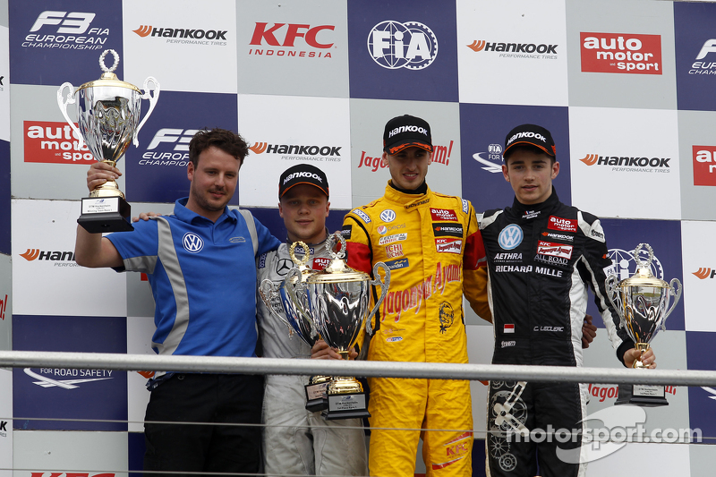 Podium: 2. Felix Rosenqvist, Prema Powerteam, Dallara F312 Mercedes-Benz; 1. Antonio Giovinazzi, Jagonya Ayam mit Carlin, Dallara F312 Volkswagen, und 3. Charles Leclerc, Van Amersfoort Racing, Dallara F312 Volkswagen