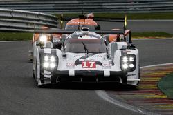 #17 Porsche Team Porsche 919 Hybrid Hybrid: Тімо Бернхард, Марк Веббер, Брендон Хартлі