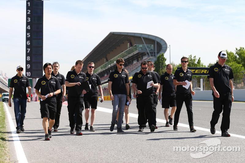 Romain Grosjean, Lotus F1 Team, Pastor Maldonado, Lotus F1 Team and Jolyon Palmer, Lotus F1 Team Test and Reserve Driver, walk the circuit with the team