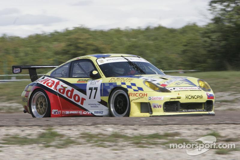 #77 Autoracing Club Bratislava Porsche 996 GT3 RS: Miro Konopka, Stefan Rosina