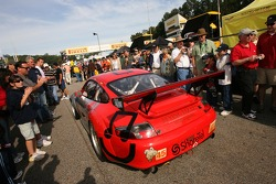 #45 Flying Lizard Motorsports Porsche 911 GT3 RSR makes its way to the grid in a dense crowd