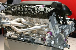 Ein 1:1-Modell des Peugeot 908 V12 HDi FAP auf der Motorshow in Paris