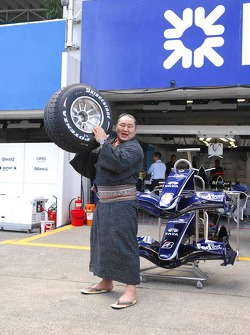 Sumo with an F1 wheel