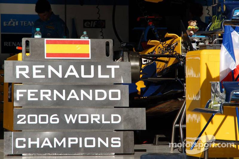 La zone des stands de Renault F1 après les célébrations