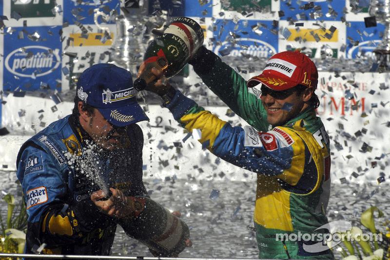 Подіум: шампанське для Феліпе Масса і Фернандо Алонсо