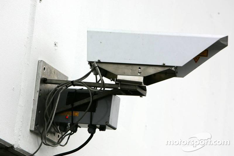 Système de transmission de données par laser entre les stands et le mur des stands, chez Audi