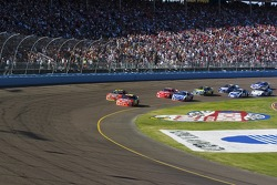 Start: Jeff Gordon and Kevin Harvick lead the field