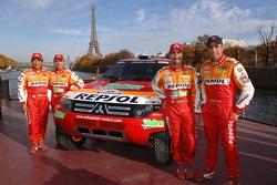 Team Repsol Mitsubishi Ralliart presentation in Paris: Hiroshi Masuoka, Stéphane Peterhansel, Luc Alphand and Nani Roma with the new Mitsubishi Pajero / Montero Evolution MPR13