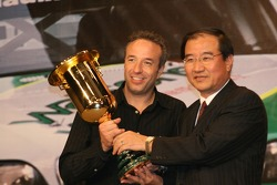 Tom Coronel being presented with Trophy