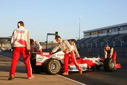 Kohei Hirate returns to the pit garage