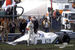 Clay Regazzoni dopo l'incidente alla partenza