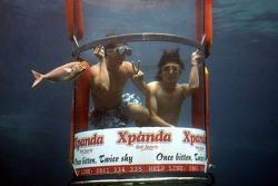 Renger van der Zande and Ho-Ping Tung at the Ushaka Marine World Shark tank