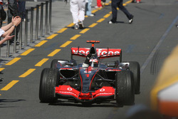 Fernando Alonso celebrates