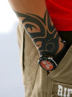 Kimi Raikkonen, Scuderia Ferrari, has a tattoo on his arm