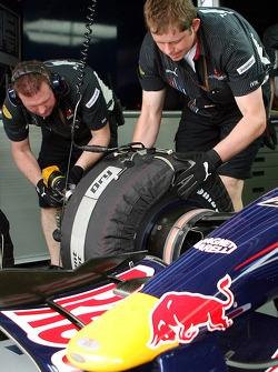 Red Bull Racing mechanics and an RBR3