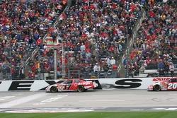 Matt Kenseth takes the white flag in front of Denny Hamlin