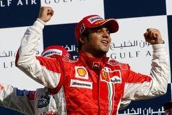 Podium: le vainqueur de la course Felipe Massa