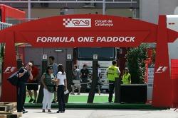 Entrée des paddocks de Formule 1
