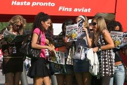 Formula Una girls read the Red Bulletin