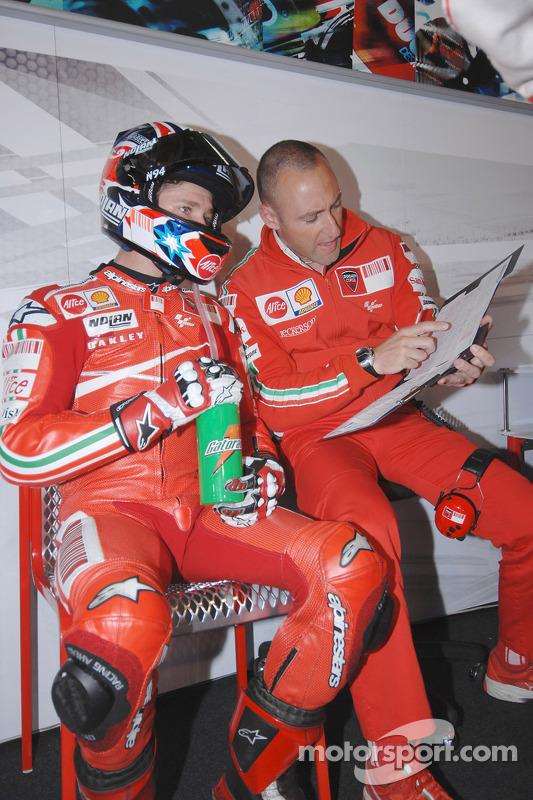 Casey Stoner et son ingénieur Cristian Gabarrini