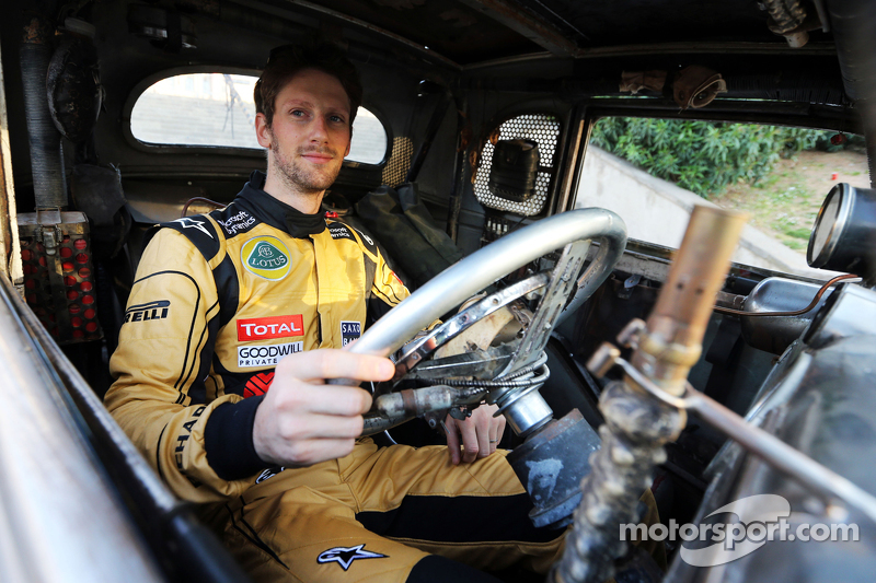 Romain Grosjean, Lotus F1 Team, mit besonderem Overall, um den Film