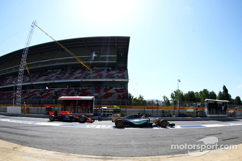 Lewis Hamilton, Mercedes AMG F1 W06 and Daniil Kvyat, Red Bull Racing RB12