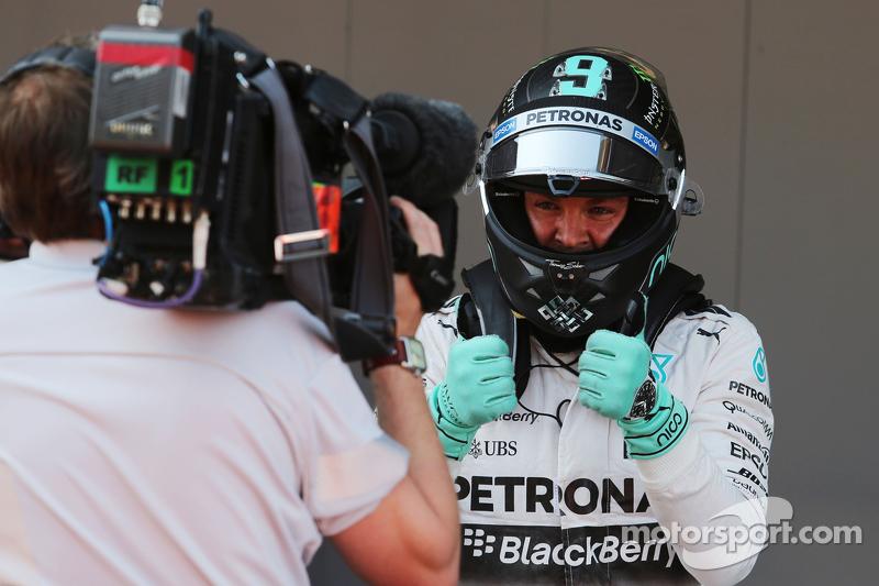 Nico Rosberg, Mercedes AMG F1, feiert seine Pole-Position im Parc Fermé