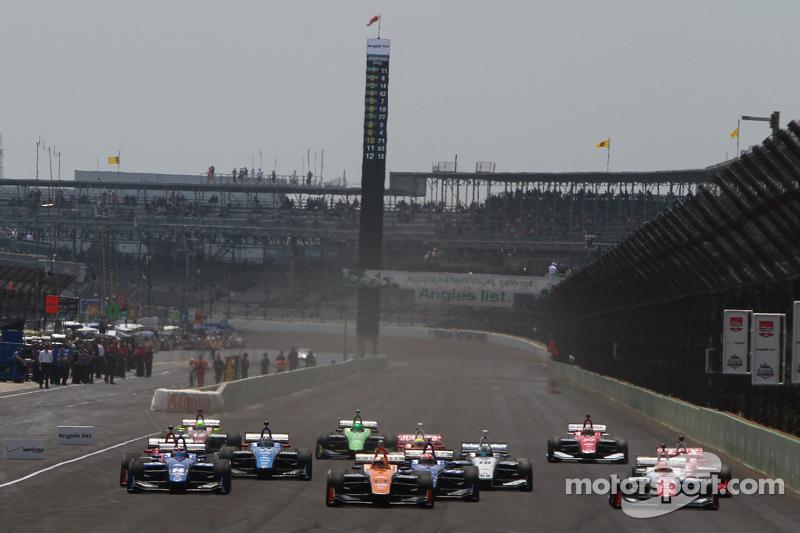 Race start: Sean Rayhall, 8 Star Motorsports leads
