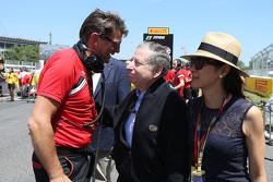 让·托德, 国际汽联主席和妻子杨紫琼,以及格雷米·罗顿,马诺F1车队CEO,在起步线上