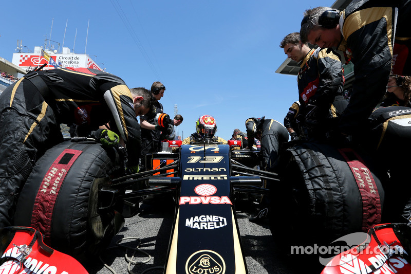 Pastor Maldonado, Lotus F1 Team during pitstop