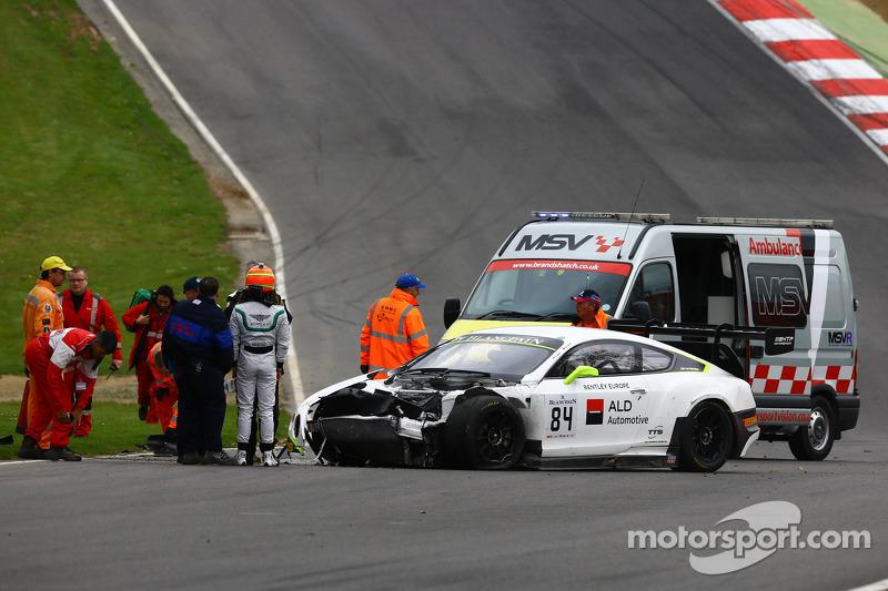 #84 宾利车队HTP,宾利大陆GT3: Mike Parisy, Harold Primat, Vincent Abril in a huge crash