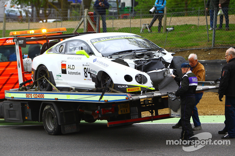 #84 Bentley Team HTP, Bentley Continental GT3: Mike Parisy, Harold Primat, Vincent Abril nach einem heftigen Unfall
