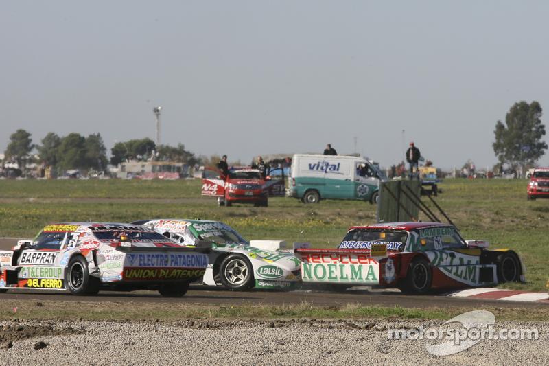 Prospero Bonelli, Bonelli Competicion Ford and Emiliano Spataro, UR Racing Dodge crashing