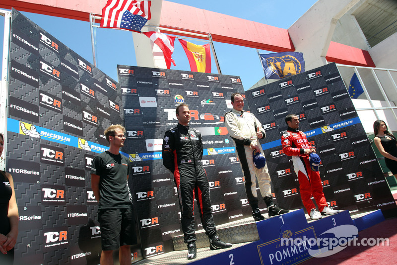 1. Michel Nykjaer, SEAT Leon, Target Competition, 2. Kevin Gleason, Honda Civic TCR, West Coast Racing, und 3. Jordi Gene, SEAT Leon, Craft Bamboo Racing LUKOIL