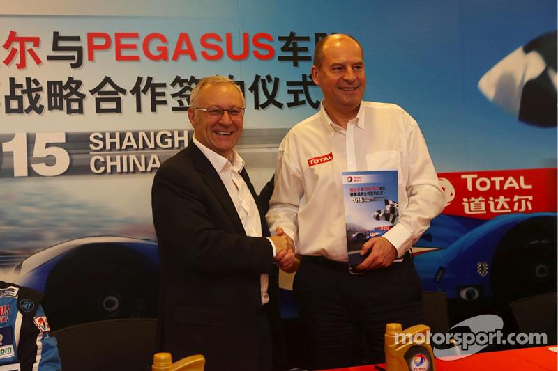 Remy Brouard, Pegasus Racing, Sportdirektor, und Patrice Devemy, Geschäftsführer Total Schmiermittel