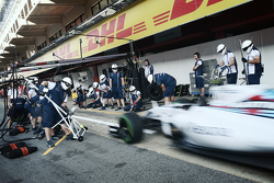Williams practices pit stops