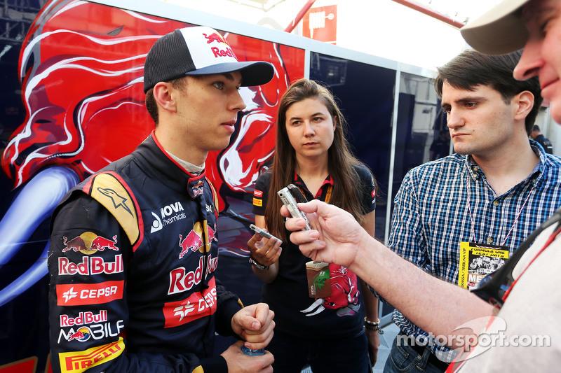 Pierre Gasly, Scuderia Toro Rosso Test Driver con i giornalisti