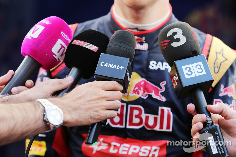 Pierre Gasly, 红牛青年队试车手,面对媒体