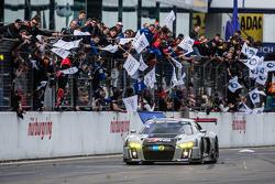 Celebra el ganador #28 Audi Sport Team WRT Audi R8 LMS: Christopher Mies, Edward Sandström, Nico Mül