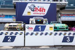 Подіум cars: переможець гонки #28 Audi Sport Team WRT Audi R8 LMS, друге місце #25 Marc VDS Racing BMW Z4 GT3, третє місце #44 Team Falken Tire Porsche 997 GT3 R