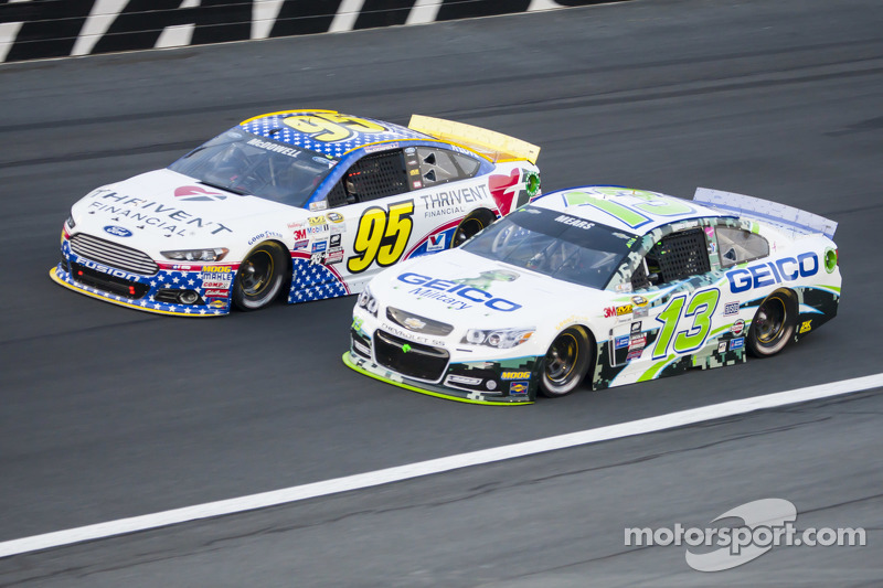Майкл МакДауелл, Leavine Family Racing Ford та Кейсі Мірс, Germain Racing Chevrolet
