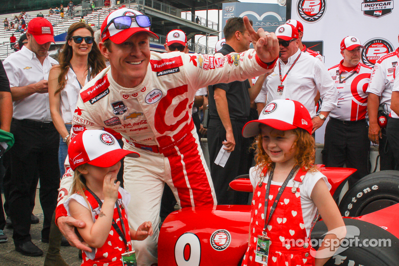 Scott Dixon, Chip Ganassi Racing celebrates pole position