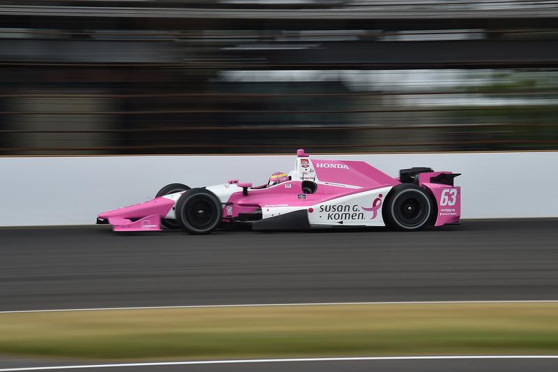 Beim Indy 500 ist Pipa Mann regelmäßig in Pink unterwegs