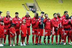 Alineación del equipo en el partido de fútbol a beneficio