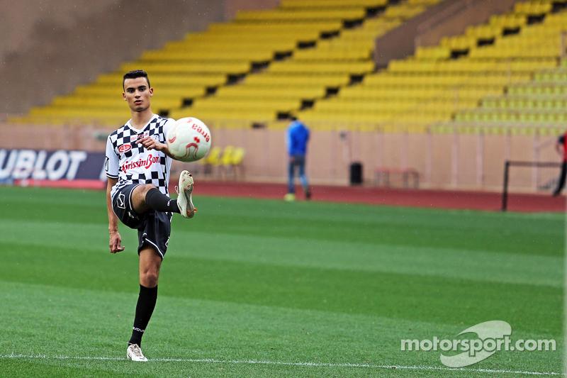 Паскаль Верляйн Mercedes AMG F1 резервний гонщик на благодійному футбольному матчі