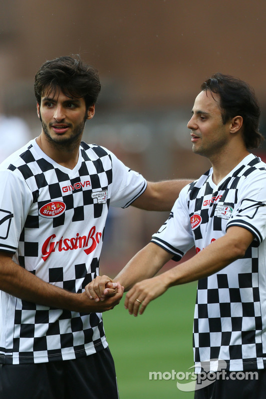 (Kiri ke Kanan): Carlos Sainz Jr. Scuderia Toro Rosso dan Felipe Massa Williams di pertandingan amal