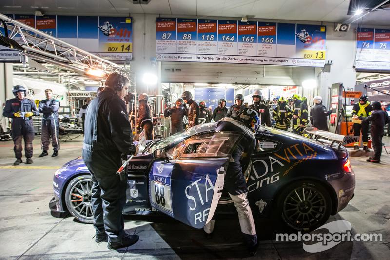 Boxenstopp für #88 Stadavita Racing Team, Aston Martin Vantage V8 GT4: Scott Preacher, Robert Thomso
